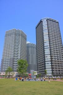 マンションと広場の写真素材 [FYI00307640]