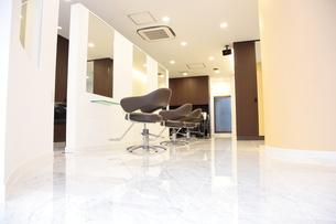 清潔な美容院の店内の写真素材 [FYI00307687]