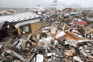 津波で倒壊した家屋の写真素材 [FYI00307843]
