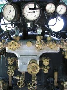 D51の運転室の圧力計とバルブの写真素材 [FYI00307852]