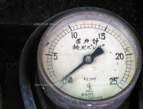 D51の給水ポンプ圧力計の写真素材 [FYI00307873]