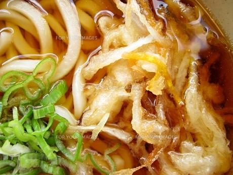 立ち食い風、天ぷらうどんの写真素材 [FYI00307878]