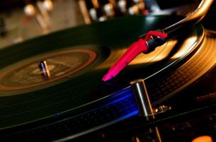 DJのターンテーブルの写真素材 [FYI00307961]
