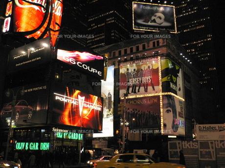 ニューヨーク夜のブロードウェイの写真素材 [FYI00308495]