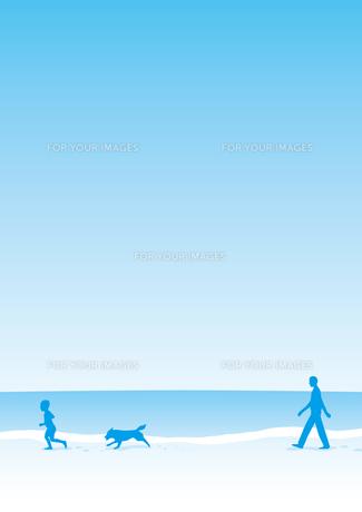 海岸を散歩する家族の素材 [FYI00308726]