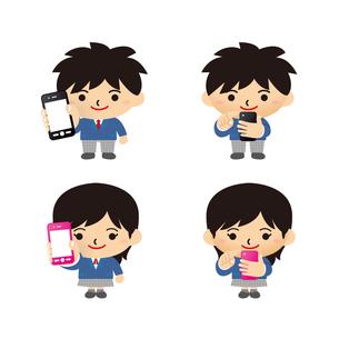 スマートフォンを使う学生の写真素材 [FYI00308817]