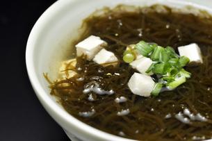 もずくスープの写真素材 [FYI00309128]