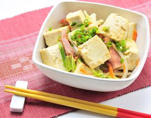 豆腐チャンプルーの写真素材 [FYI00309333]