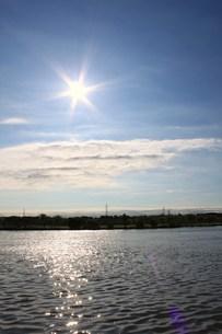 江戸川の水と光の写真素材 [FYI00310375]