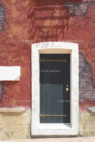 壁とドアの写真素材 [FYI00310821]