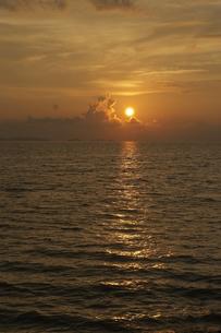 夕方の海の素材 [FYI00310877]