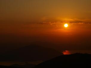 山々をつつむ夕焼けの写真素材 [FYI00311140]