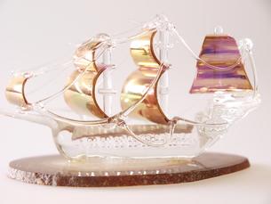 ガラスの帆船(横)の写真素材 [FYI00311189]