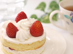 苺ケーキ(横)の写真素材 [FYI00311216]