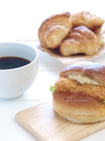 バーガーとコーヒーの写真素材 [FYI00311246]
