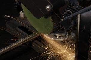グライダーで鉄パイプ切断の写真素材 [FYI00311289]