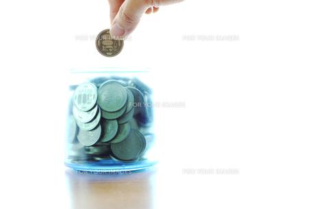 500円玉貯金の写真素材 [FYI00311496]