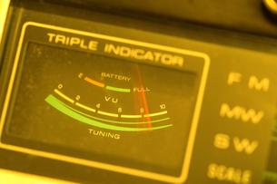 アンティークラジオの針の振れの写真素材 [FYI00311497]