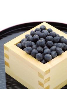 黒豆と升とお盆の写真素材 [FYI00311551]