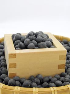 黒豆と升とざるの写真素材 [FYI00311558]