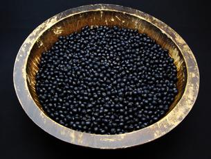木鉢に入った黒豆の写真素材 [FYI00311564]