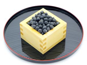黒豆と升とお盆の写真素材 [FYI00311569]