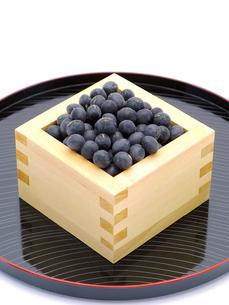 黒豆と升とお盆の写真素材 [FYI00311572]
