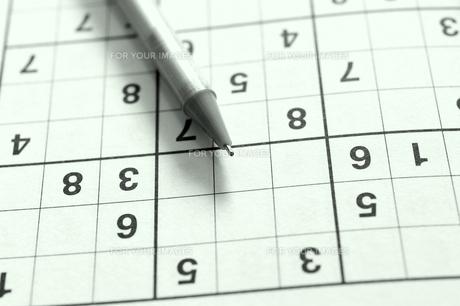 数字パズル(数独)で脳の活性化の写真素材 [FYI00311601]