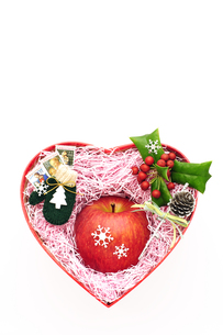 リンゴのクリスマスプレゼントの素材 [FYI00311781]