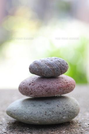 小石を積むの素材 [FYI00311975]