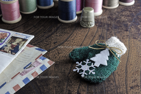 小さいな手袋 クリスマスの写真素材 [FYI00312053]