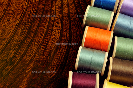 古いミシン糸の写真素材 [FYI00312261]