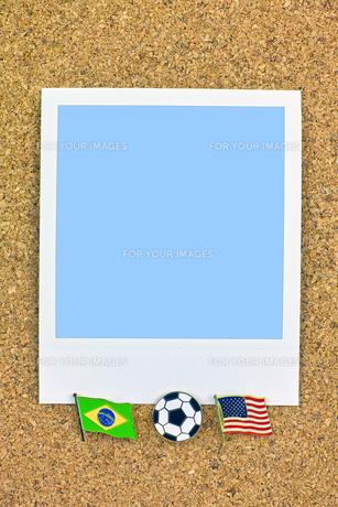 ポラロイド サッカー 国旗のピン ブラジル アメリカの写真素材 [FYI00312301]