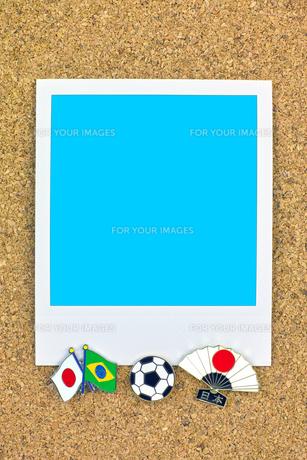 ポラロイド サッカー 国旗のピン ブラジル 日本の写真素材 [FYI00312311]