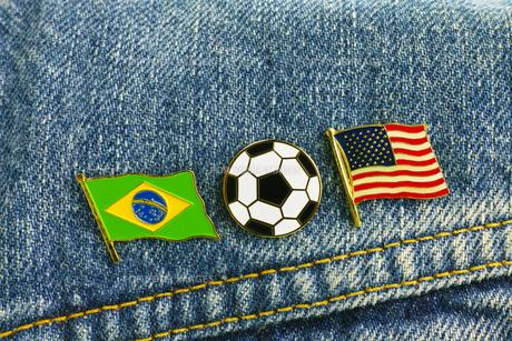 サッカー 国旗のピンバッジの写真素材 [FYI00312312]