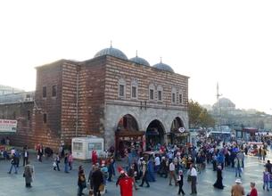 トルコのイスタンブールの市場エジプシャンバザール入口の写真素材 [FYI00312351]