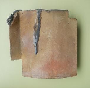 広島の原爆で溶解した屋根瓦 Roof tile lysed by atomic bomb at Hiroshimaの写真素材 [FYI00312406]