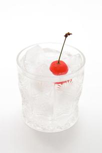 ソーダ水とサクランボと江戸切子の写真素材 [FYI00312626]
