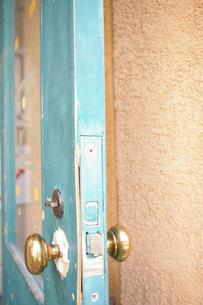 カラフルなドアの写真素材 [FYI00312990]