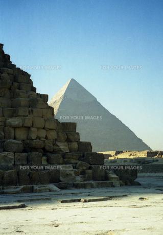 クフ王ピラミッド横から見たカフラー王ピラミッドの写真素材 [FYI00313130]