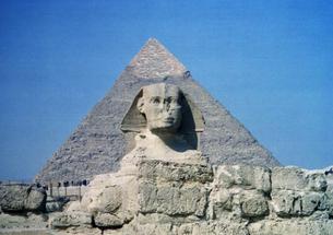 カフラー王ピラミッドとスフィンクスの光景の写真素材 [FYI00313145]