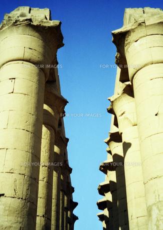 ルクソール神殿内のアメンヘテプ3世大列柱廊の写真素材 [FYI00313155]