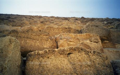 エジプト ギザのクフ王ピラミッドの石の写真素材 [FYI00313158]