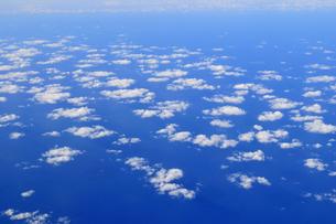 青い海と白い雲の写真素材 [FYI00313185]