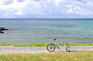 自転車と夏の海の素材 [FYI00313208]