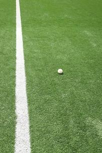 人工芝と硬球の写真素材 [FYI00313325]