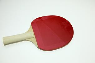 赤い卓球ラケットの写真素材 [FYI00313368]