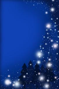 雪降る夜に (青)の写真素材 [FYI00313476]