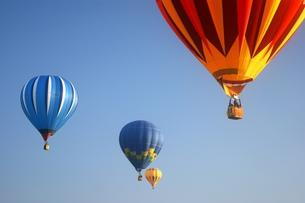 青空と熱気球の写真素材 [FYI00313760]