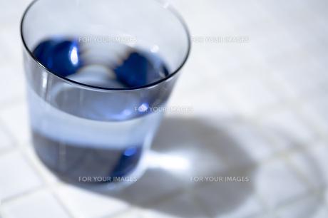 一杯の水の素材 [FYI00314312]